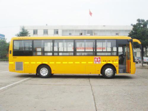 东风24-80座小学生校车